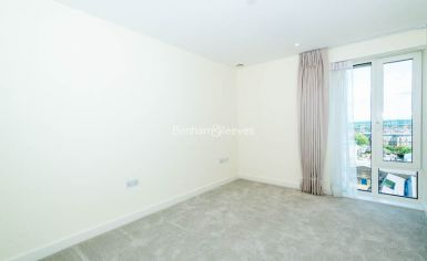 3 bedroom(s) flat to rent in Duke of Wellington Avenue, Canary Wharf, SE18-image 15