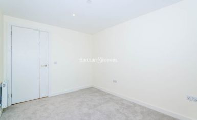 3 bedroom(s) flat to rent in Duke of Wellington Avenue, Canary Wharf, SE18-image 16