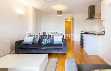 2 bedroom(s) flat to rent in LimeHouse, Canary Wharf, E14-image 1
