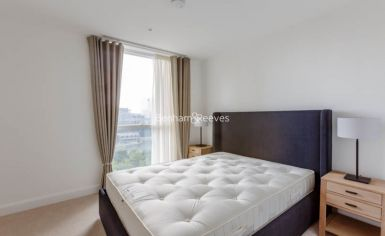 2 bedroom(s) flat to rent in Sirocco Tower, Harbour Quay, E14-image 4