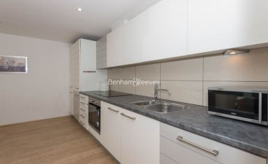 1 bedroom(s) flat to rent in Aurora Building, Blackwall Way, E14-image 2