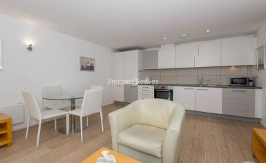 1 bedroom(s) flat to rent in Aurora Building, Blackwall Way, E14-image 3