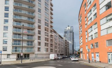 1 bedroom(s) flat to rent in Aurora Building, Blackwall Way, E14-image 10