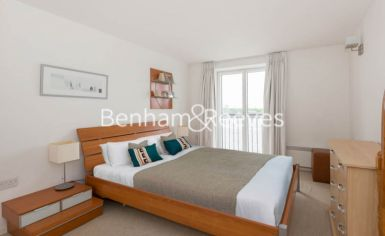 1 bedroom(s) flat to rent in Hutchings Street, Canary Wharf, E14-image 2