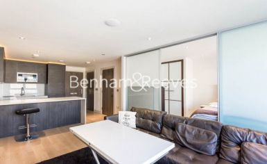 Studio flat to rent in Townmead Road, Fulham, SW6-image 1