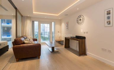 Studio flat to rent in Woodford House, Chelsea Creek, SW6-image 1