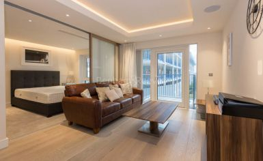 Studio flat to rent in Woodford House, Chelsea Creek, SW6-image 2