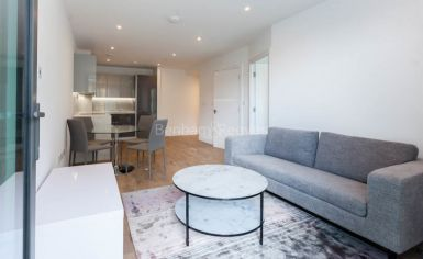 1 bedroom(s) flat to rent in Discovery House, Battersea Reach, SW18-image 2