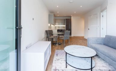 1 bedroom(s) flat to rent in Discovery House, Battersea Reach, SW18-image 3