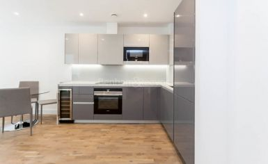 1 bedroom(s) flat to rent in Discovery House, Battersea Reach, SW18-image 4