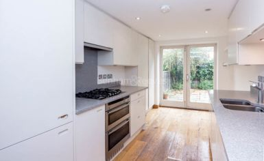 2 bedroom(s) house to rent in Castle Yard, Highgate, N6-image 3