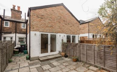 2 bedroom(s) house to rent in Castle Yard, Highgate, N6-image 7
