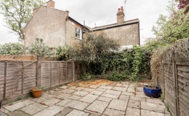 2 bedroom(s) house to rent in Castle Yard, Highgate, N6-image 9