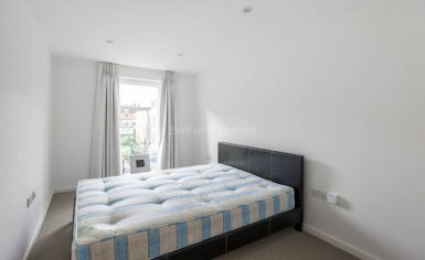2 bedroom(s) flat to rent in Loxford Gardens, Highbury, N5-image 3