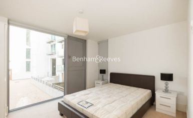 2 bedroom(s) flat to rent in Highbury Stadium Square, Highbury, N5-image 3