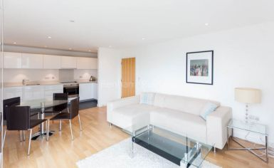 2 bedroom(s) flat to rent in Waterside, Woodberry Grove, N4-image 1
