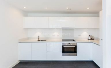 2 bedroom(s) flat to rent in Waterside, Woodberry Grove, N4-image 3