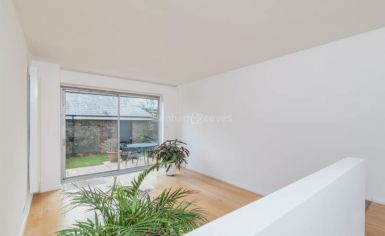 3 bedroom(s) house to rent in Church Walk, Highgate, N6-image 2