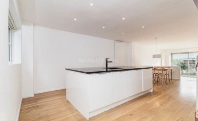 3 bedroom(s) house to rent in Church Walk, Highgate, N6-image 3