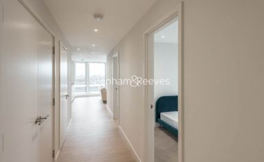3 bedroom(s) flat to rent in Newton Close, Woodberry Park, N4-image 4