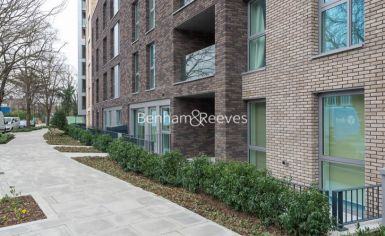 3 bedroom(s) flat to rent in Newton Close, Woodberry Park, N4-image 7