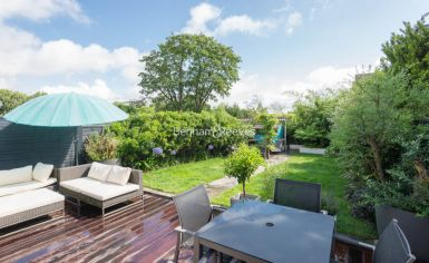 5 bedroom(s) house to rent in Muswll Hill Road, Highgate, N10-image 11