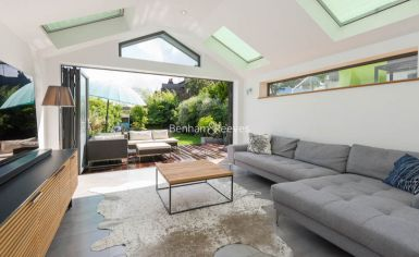 5 bedroom(s) house to rent in Muswll Hill Road, Highgate, N10-image 13